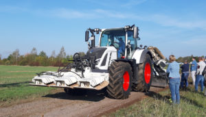 Der Bauhof Borsdorf berichtet über die Vorführung einer Wegepflegemaschine im Gemeindegebiet